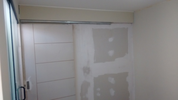 Puertas corredizas y divisiones en san borja drywall en lima for Precio de puertas levadizas en lima peru